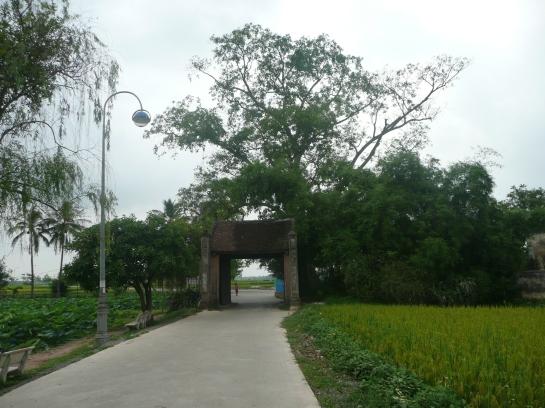 L'entree du village de Duong Lam
