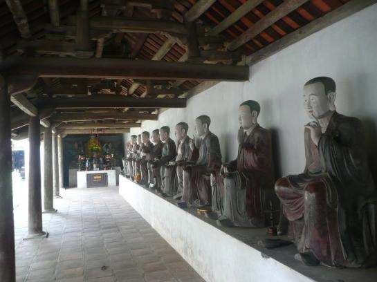 Dans la pagode de Mia datant du 17e Siecle.