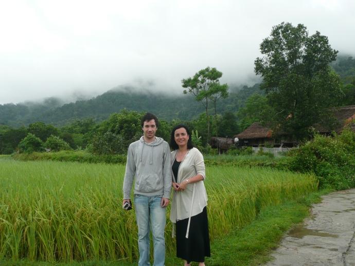 Sur le bord de riziere dans la vallee pres de Ha Giang