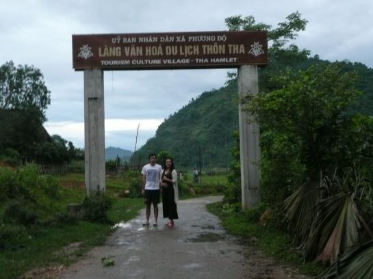 A l'arrivee dans le village de Tha de l'ehnie Tay ou on passe la nuit