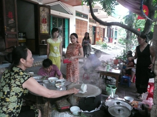 Dans un resto de ravioli pour le petit dejeuner a Ha Giang