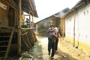 Dans le village...