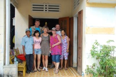 Le groupe dans la famille du Village de Tra Que