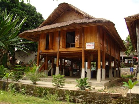 Des maisons sur pilotis dans des villages des Thai