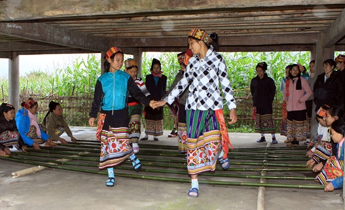 Dans au Ryhme de Bamboo