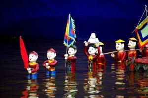 Le théâtre de marionnettes sur l'eau
