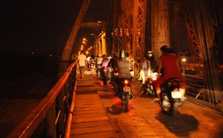 la-nuit-sur-le-pont-long-bien