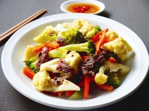Chou-fleur-saute-et-viande-de-bœuf