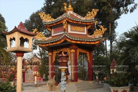 L'ancienne-pagode-Hue-Nghiem1