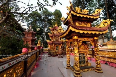 L'ancienne-pagode-Hue-Nghiem2