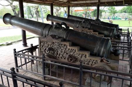 Neuf-canons-sacres