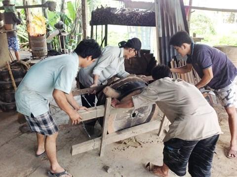 La fonderie des caisses est complètement artisanale. Photo : TN/CVN