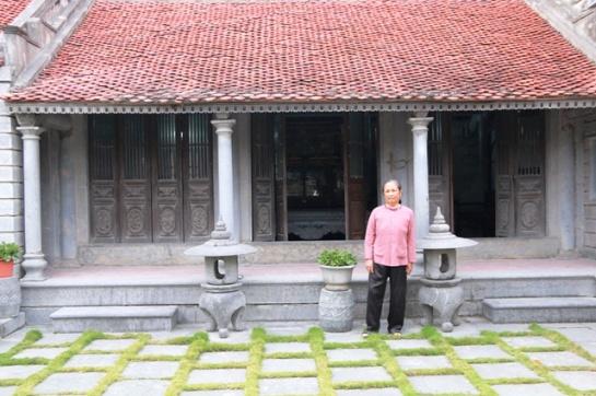 Une maison toute en pierre, représentative des structures traditionnelles de celles du Nord : trois travées (ba gian) et deux appentis (hai trai).