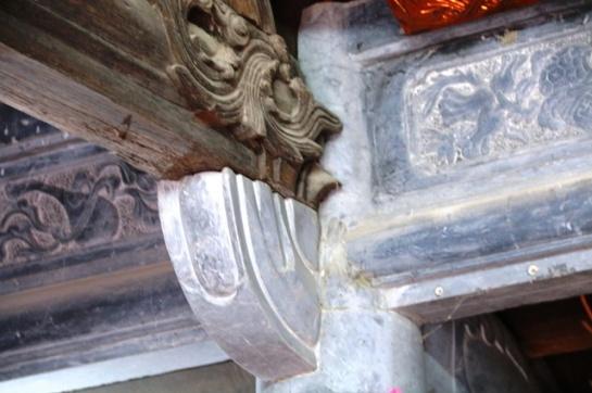 Des peintures de pierres inspirées des quatre animaux mythiques : le dragon, la tortue, le phénix, la licorne, ou d'autres sujets de la nature pour assurer une harmonie entre la maison et son ensemble.