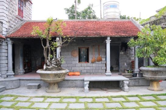 Des pierres couvrant la cuisine et les toilettes leur rendent plus antiques
