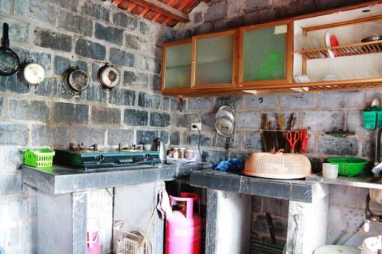 La table de cuisine en pierre comme partie intégrante d'une collection de pierre
