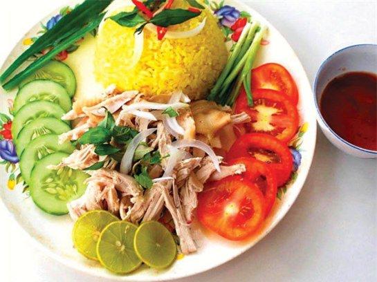 Une assiette de riz de Tam Ky ressemble à un tableau culinaire agréable à voir