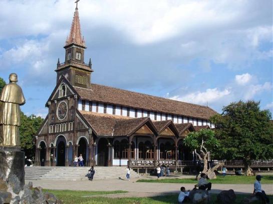 église en bois de Kontum