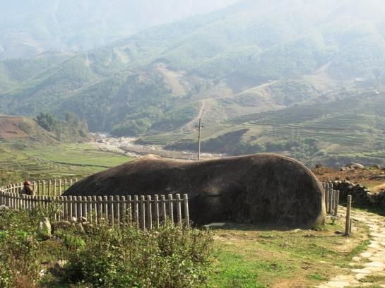 trek sapa nord vietnam rocher antique.jpg