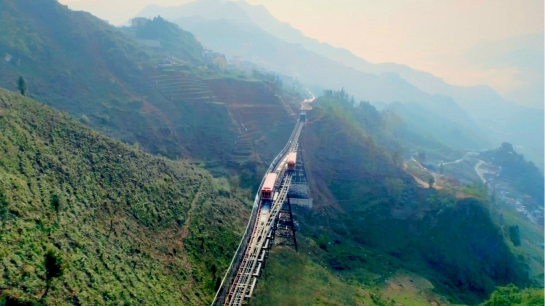 visiter sapa train montagne.jpg