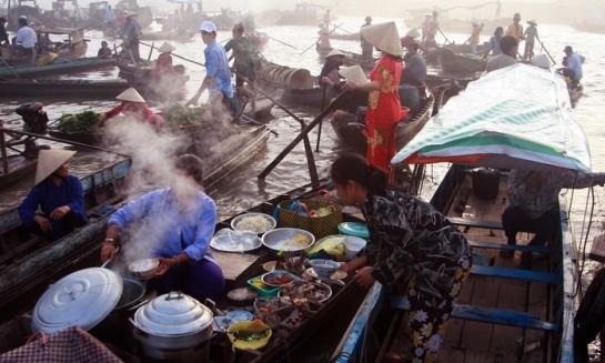 visiter delta du mekong petit dejeuner piroque