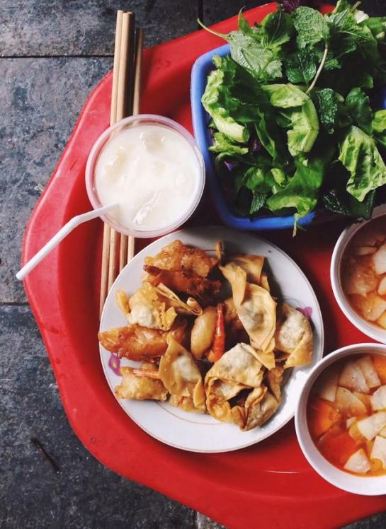 cuisine de rue de hanoi galette de crevettes frite.jpg