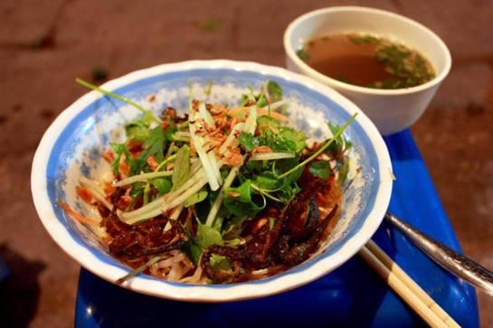cuisine de rue de hanoi vermicelles riz anguilles du marais.jpg