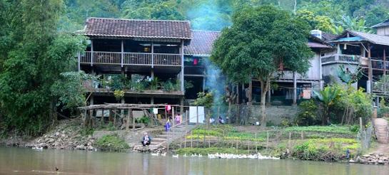 lac de ba be vietnam.jpg