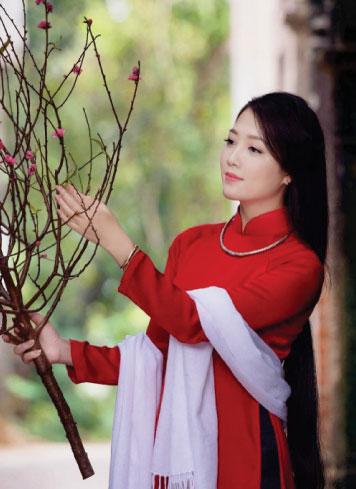 fleurs traditionnelles fete du tet femme.jpg