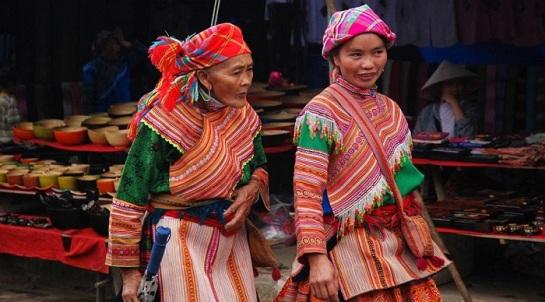 beaux plateaux vietnam bac ha marche ethnique.jpg